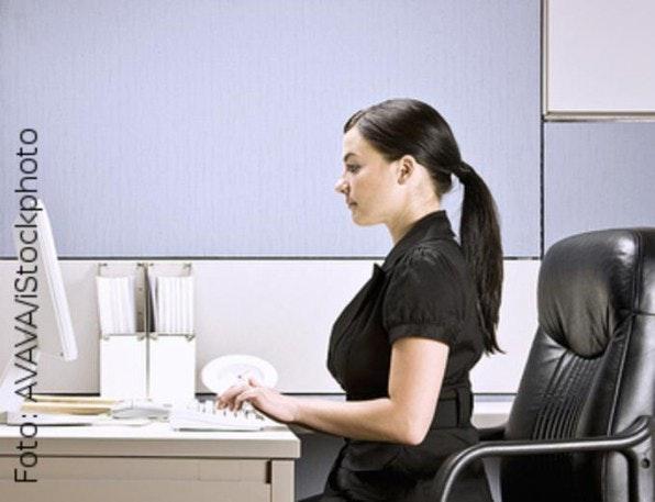 Von der richtigen Haltung hängt vieles ab: Gesamte Sitzfläche ausfüllen, ab und zu nach vorne beugen oder weit nach hinten lehnen.
