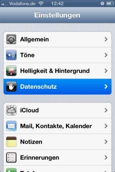 Bei einem User Interface, das keine Dark Patterns einsetzt, würde man die Funktion zur Deaktivierung von Ad-Tracking in iOS unter Datenschutz vermuten.