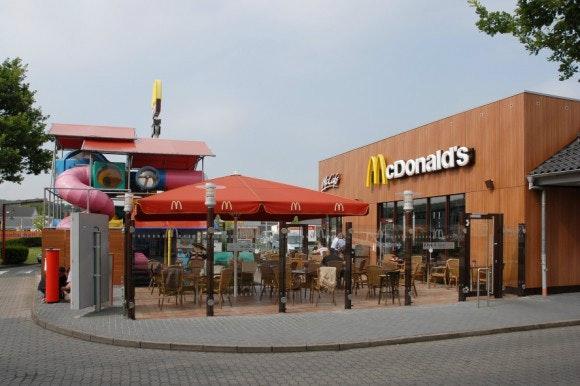 McDonalds liefert in Osnabrück fast alles: Menüs, Burger, Eiscreme. Die Liefer-Speisekarte haben wir für euch weiter unten verlinkt. (Screenshot: McDonald's Eckstein)