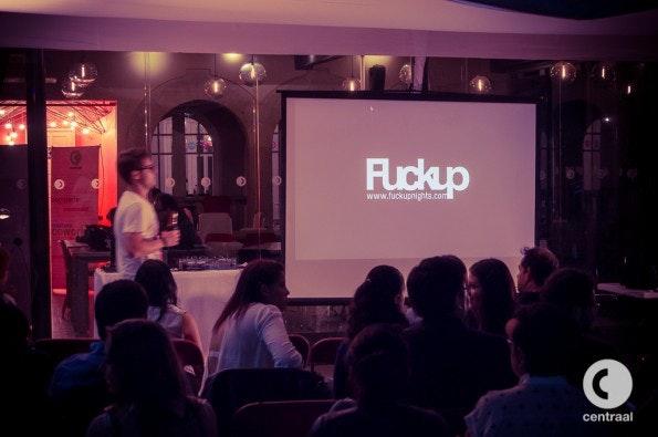 Auch in Deutschland wird immer öfter bei FuckUp-Nights über das Scheitern gesprochen. (Foto: Flickr/Faridh Mendoza)