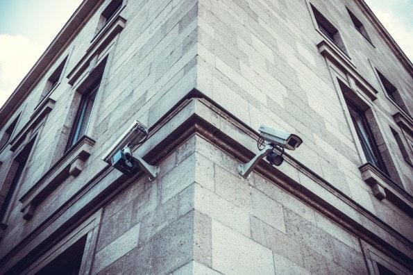 """""""Neben der Vorhersehbarkeit nimmt auch die Überwachungsmöglichkeit in der Smart City eine besorgniserregende Rolle ein."""" (Foto: Shutterstock)"""