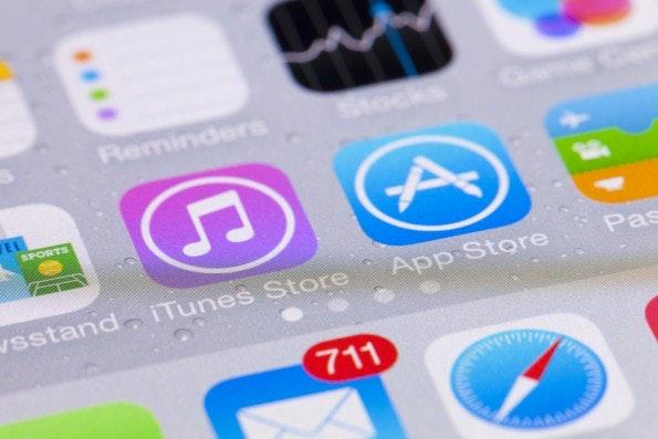 """Die Arbeit der Designer endet nicht mehr beim Aussehen: Moderne kontextsensitive UI-Designs besitzen eine eigene Bedeutungs- und """"Erzähl-""""ebene, die es zu berücksichtigen gilt. (Foto: <a href=""""http://www.shutterstock.com/de/pic-248570401/stock-photo-adelaide-australia-september-close-up-view-of-the-interface-of-ios-on-an-iphone-ios.html?src=q2dmPwDiNz8S8O_ZdzcSvQ-1-77"""">Shutterstock</a>)"""