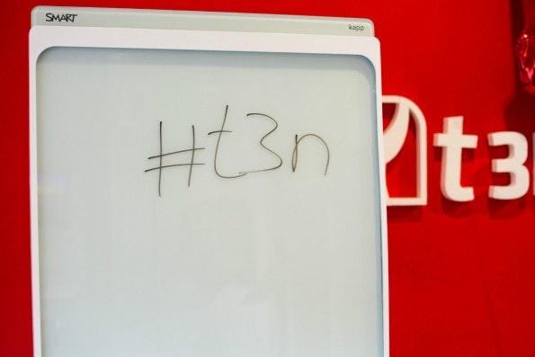 Vom Whiteboard direkt auf das Smartphone: Das Smart Kapp digitalisiert die Notizen, die auf ihm gemacht werden. (Foto: t3n)