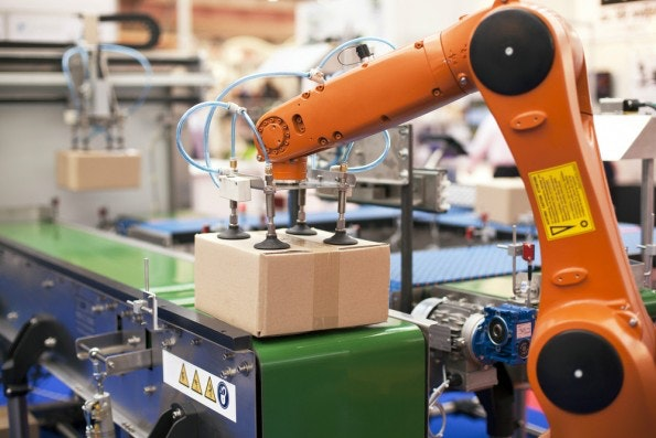 Macht ein Roboter Fehler, ist die Schuldfrage für uns schwierig zu klären. (Foto: wellphoto / Shutterstock)