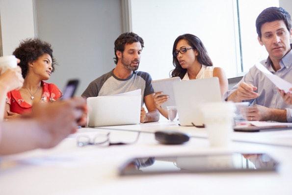 Empathie ist eine wichtige Charaktereigenschaft erfolgreiche Gründer. Sie hilft beim Aufbau guter Beziehungen, bei der Zusammenarbeit und sorgt für ein besseres Kundenverständnis. (Foto: Shutterstock.com)
