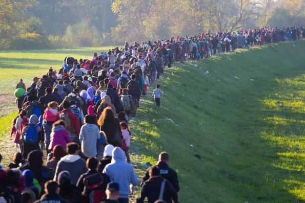 Ohne Software wäre auch die Flüchtlingskrise völlig anders verlaufen. (Foto: Janossy Gergely / Shutterstock.com)