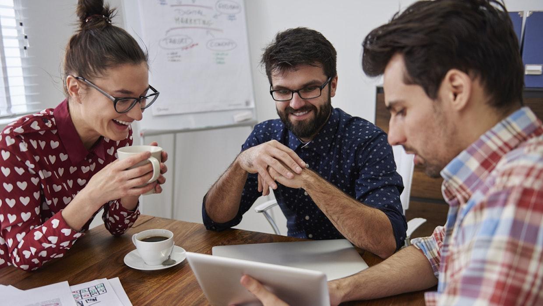 Was MACHT der eigentlich bei uns?! Mit diesen 6 Apps lernt ihr eure Kollegen besser kennen