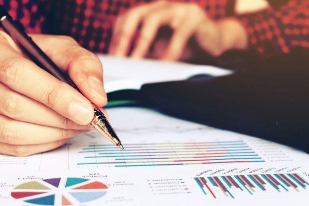 Businessplan-Vorlagen: So präzise und kurz wie möglich ausfüllen und mit Grafiken stützen. (Foto: wutzkohphoto / Shutterstock)