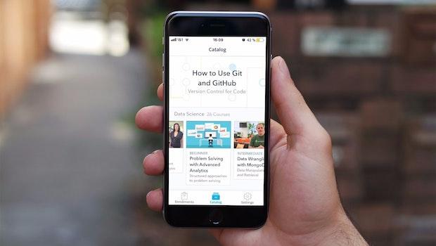 Weiterbildung: Die Udacity-App ist eine kostenlose Online-Akademie für iOS und Android. Zusammen mit Partnern wie Google und Salesforce werden Kurse entwickelt, die klassische Bildung mit technischen Berufsfähigkeiten verbinden sollen. (Grafik: t3n / dunnnk)