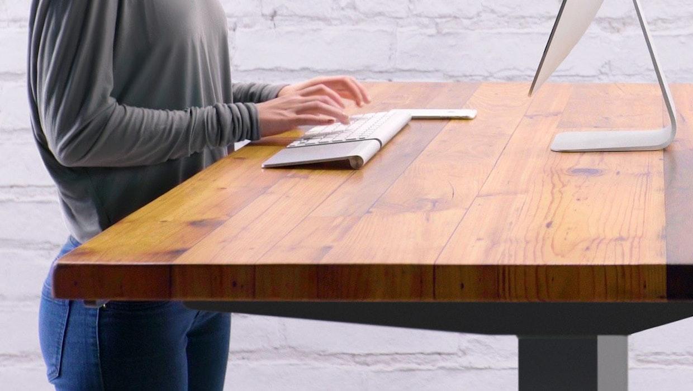 7 Höhenverstellbare Schreibtische und günstige Alternativen im Vergleich
