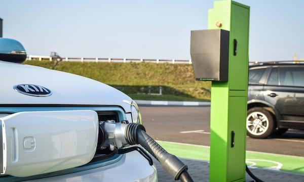 Anteil an E-Auto-Neuzulassungen in der EU in einem Jahr verdoppelt