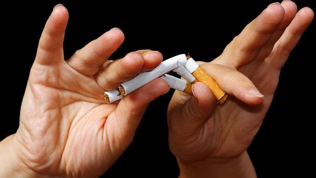"""Nichtraucher werden? Mit """"Smoke Free – Jetzt Nichtraucher"""" (kostenlos für iOS und Android) und """"QuitNow!"""" (kostenlos für iOS und Android) werden Raucher dabei unterstützt, endlich mit dem ungesunden Laster aufzuhören. (Foto: Shutterstock-Boris Bulychev)"""