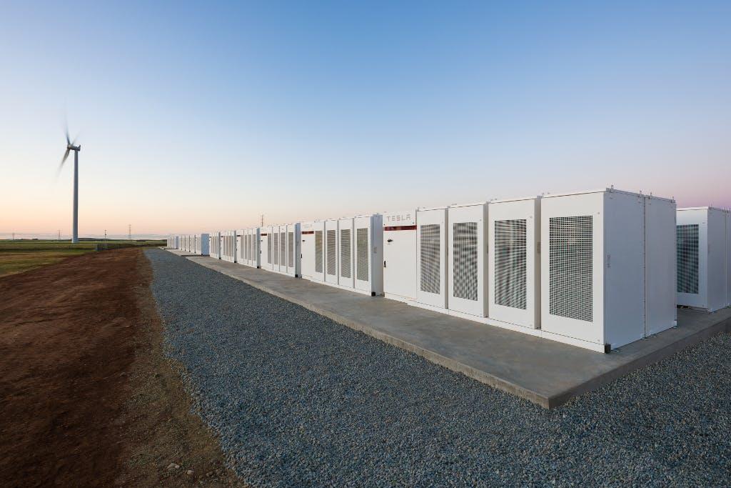 Australia: Tesla's new giant battery is burning
