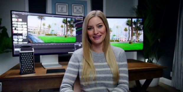 Youtuberjn iJustine mit Käsereibe und Pro-XDR-Display. (Screenshot: iJustine)