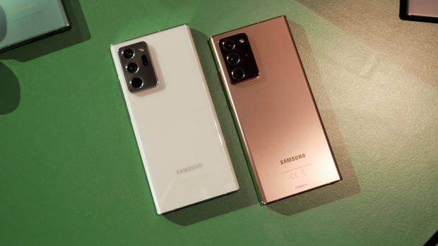 Samsung Galaxy Note 20 Ultra 5G in Weiß und Bronze.