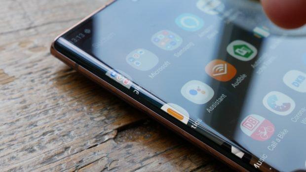 Der Bildschirm des Samsung Galaxy Note 20 Ultra zieht sich leicht über die Gehäuseseiten