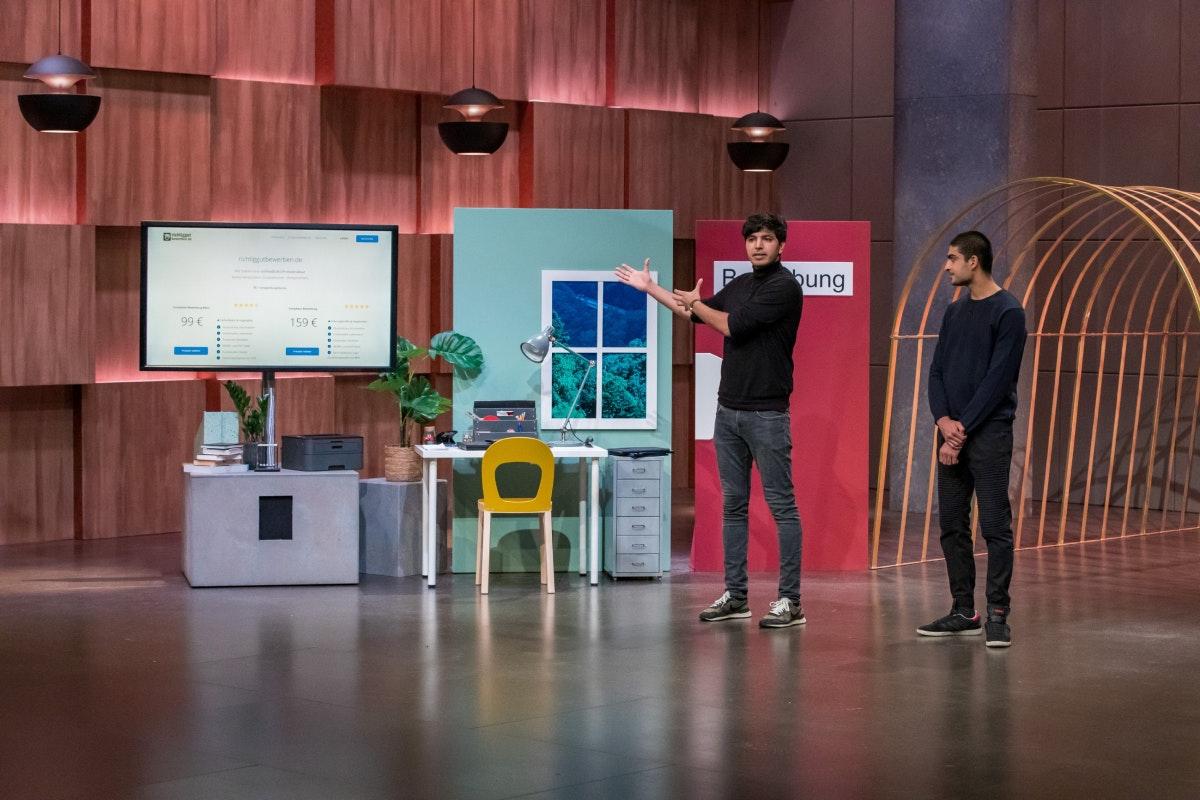 Die Brüder Bilal (l.) und Adil Zafar sind die Gründer von richtiggutbewerben.de (Foto: TVNOW / Bernd-Michael Maurer)