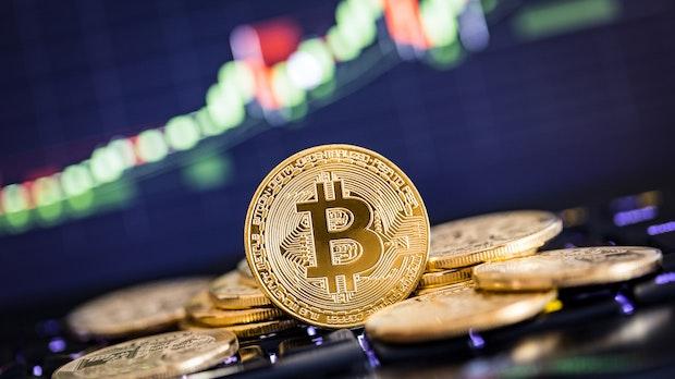 Bitcoin da record oltre i 23mila dollari -