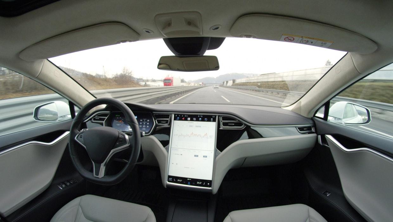 """US-Behörde hat Fragen zu Teslas """"Autopilot"""" nach Auffahrunfällen"""