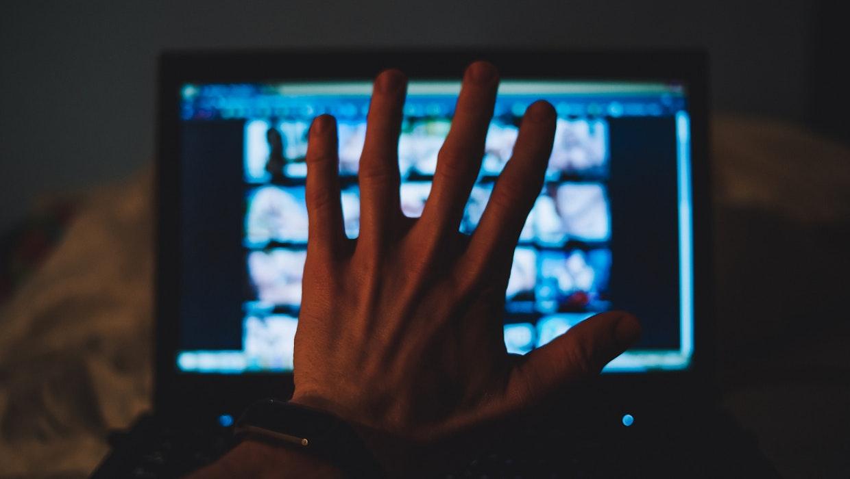 Jugendschutz: Verbände kritisieren geplante Zwangsfilter scharf