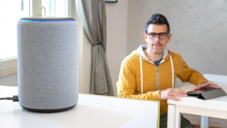 Alexa erhält zweite, maskuline Stimme und neue Widgets