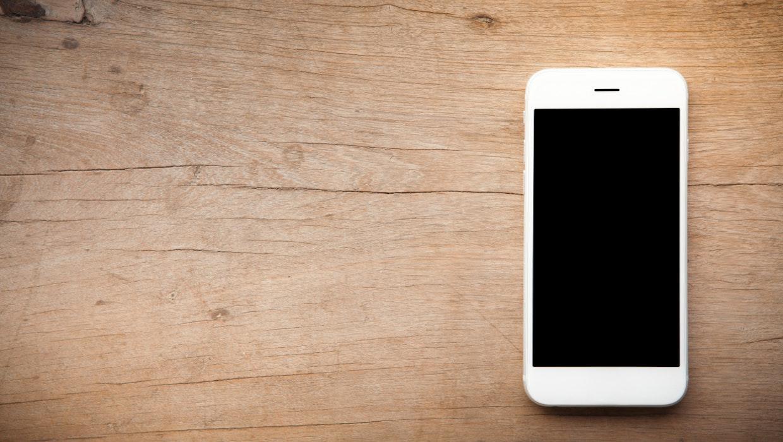 Sjömärke: Ikeas Wireless-Ladepad lädt euer Smartphone durch den Tisch