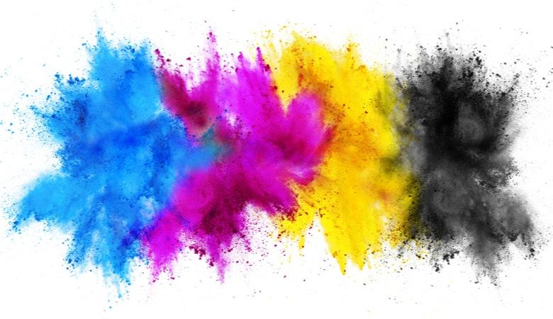 Man sieht die wichtigsten Farben für den Druck: Cyan, Magenta, Gelb und Schwarz.