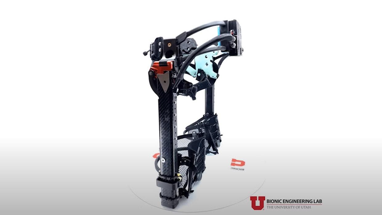 Robo-Bein: Dieses Exoskelett lässt Einbeinige normal gehen